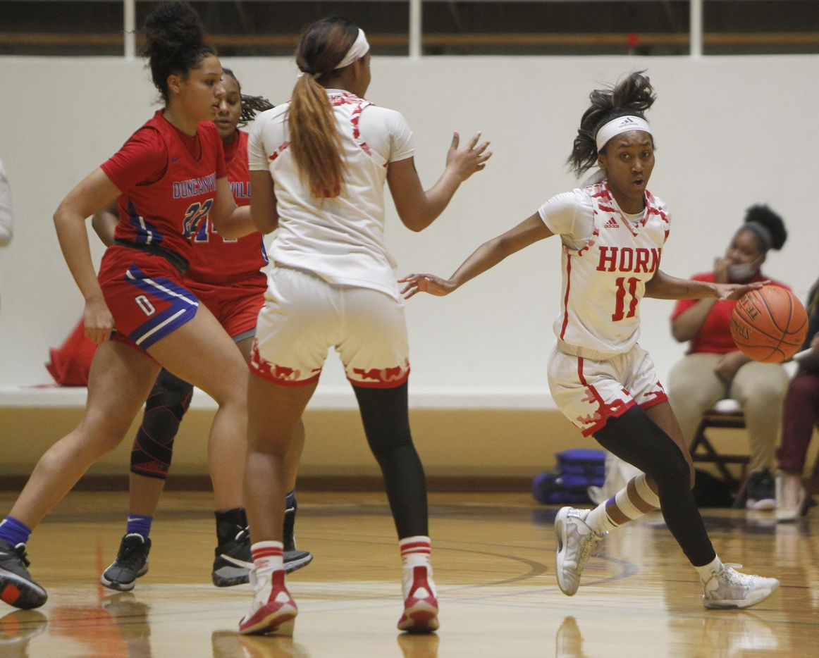 Mesquite Horn guard Asiya Sabr (11) weaves through traffic as she sets up an offensive play during first half action against Duncanville. The two teams played their Class 6A area-round playoff basketball game at Loos Field House in Addison on February 23, 2021. (Steve Hamm/ Special Contributor)