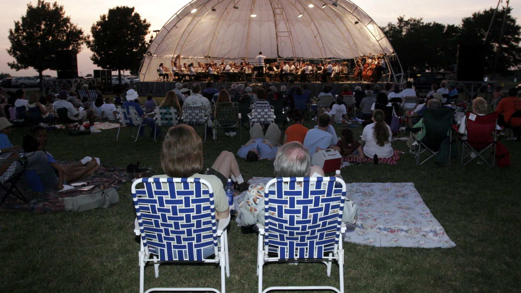 The popular outdoor Dalals Symphony Orchestra Community Concerts summer series returns with concerts at Kidd Springs Park and Paul Quinn College.