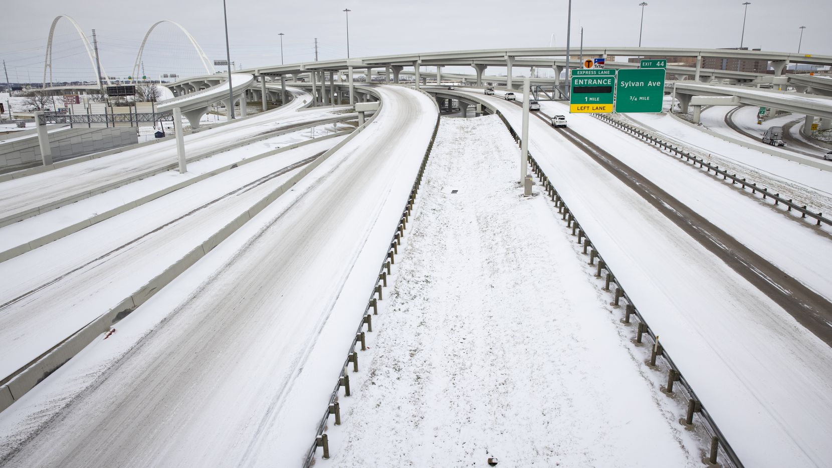Snow covers I-30 and I-35E close to Downtown Dallas on Monday, Feb. 15, 2021. (Juan Figueroa/ The Dallas Morning News)