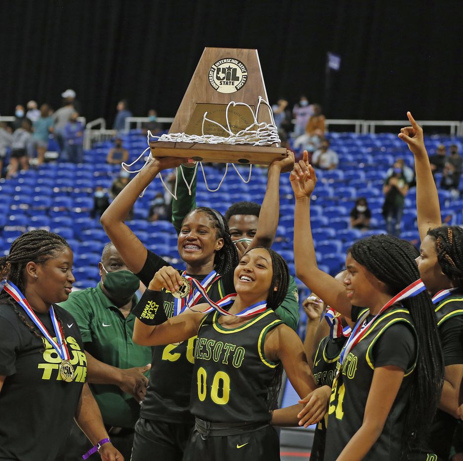 DeSoto Ayanna Thompson #20 holds up their trophy. DeSoto vs. Cypress Creek girls basketball Class 6A state championship game on Thursday, March 12, 2021 at the Alamodome.