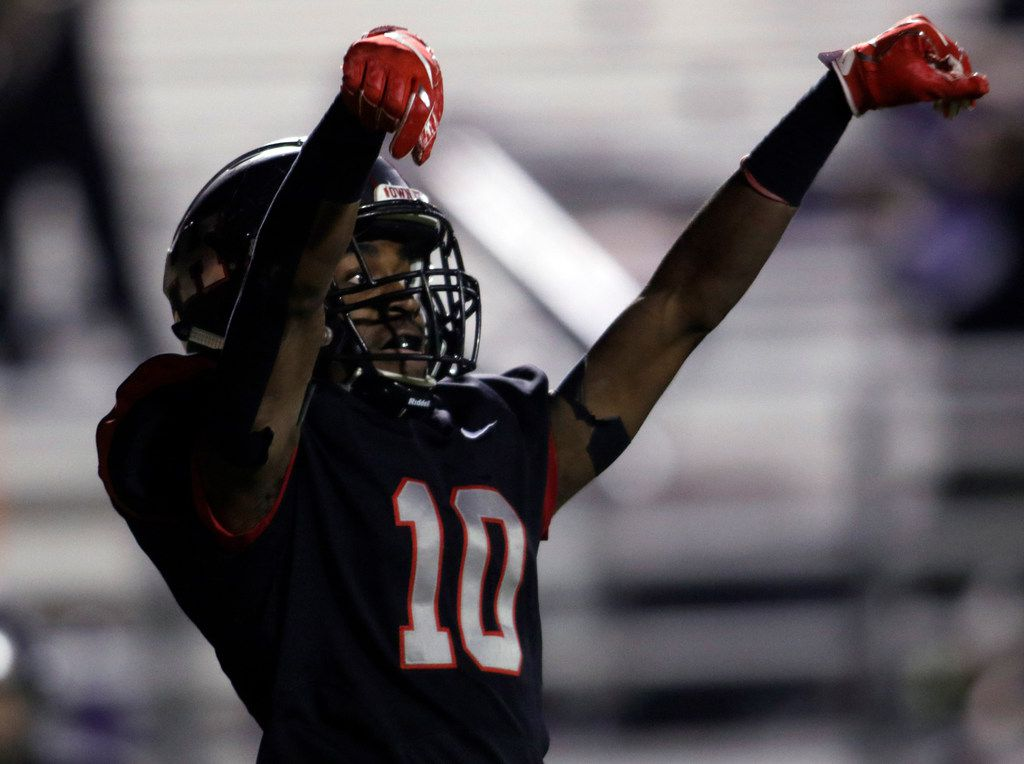 Lake Highlands receiver Dreveon Eatmond (10) celebrates in the end zone following his second quarter receiving touchdown against Richardson. The two teams played their District 8-6A football game at Wildcat-Ram Stadium on the campus of Lake Highlands High School in Dallas on November 8, 2019. (Steve Hamm/ Special Contributor)