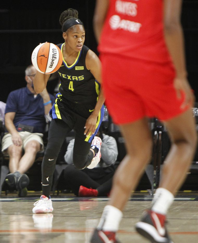 Dallas Wings guard Moriah Jefferson (4) eyes the Atlanta Dream defense as she sets up an offensive play during first half action. The two teams played their WNBA game at College Park Center on the campus of UT-Arlington on September 5, 2021. (Steve Hamm/ Special Contributor)