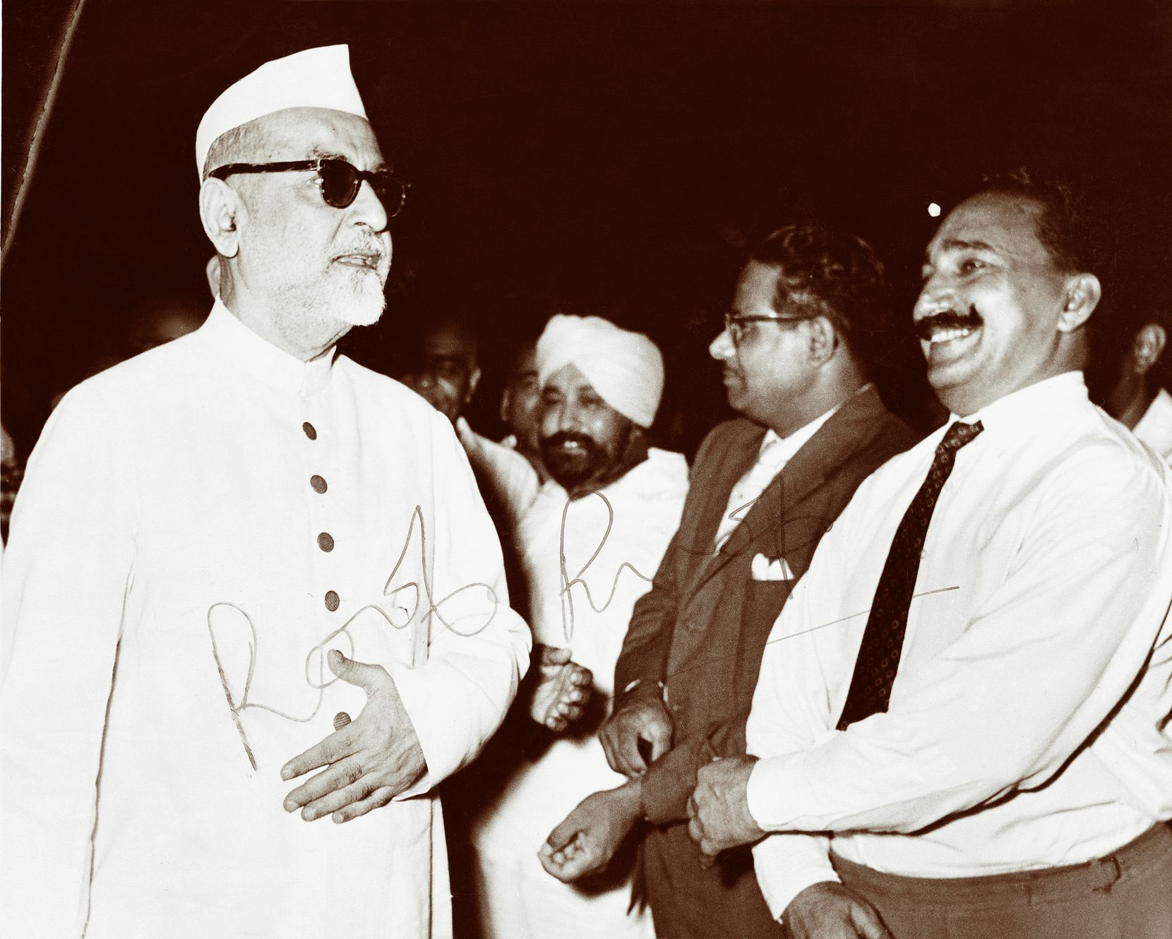 Kundan Lal Gujral (the inventor of butter chicken, right) with Jawahrlal Nehru