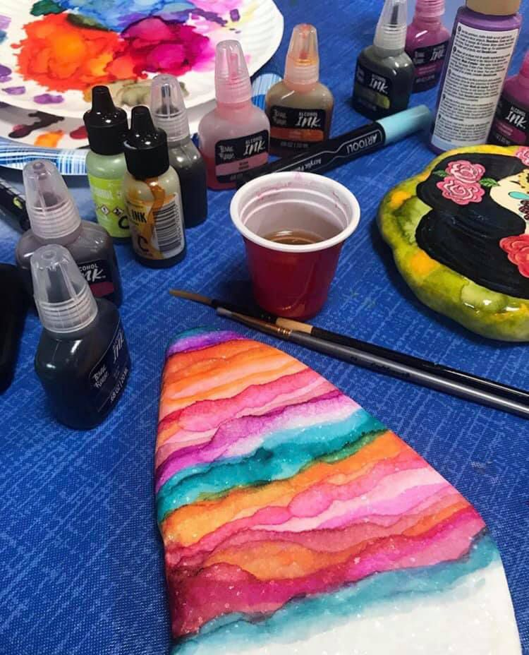 El estudio de Candelaria & Co. ofrece cursos de de arte para adultos mayores e Dallas.