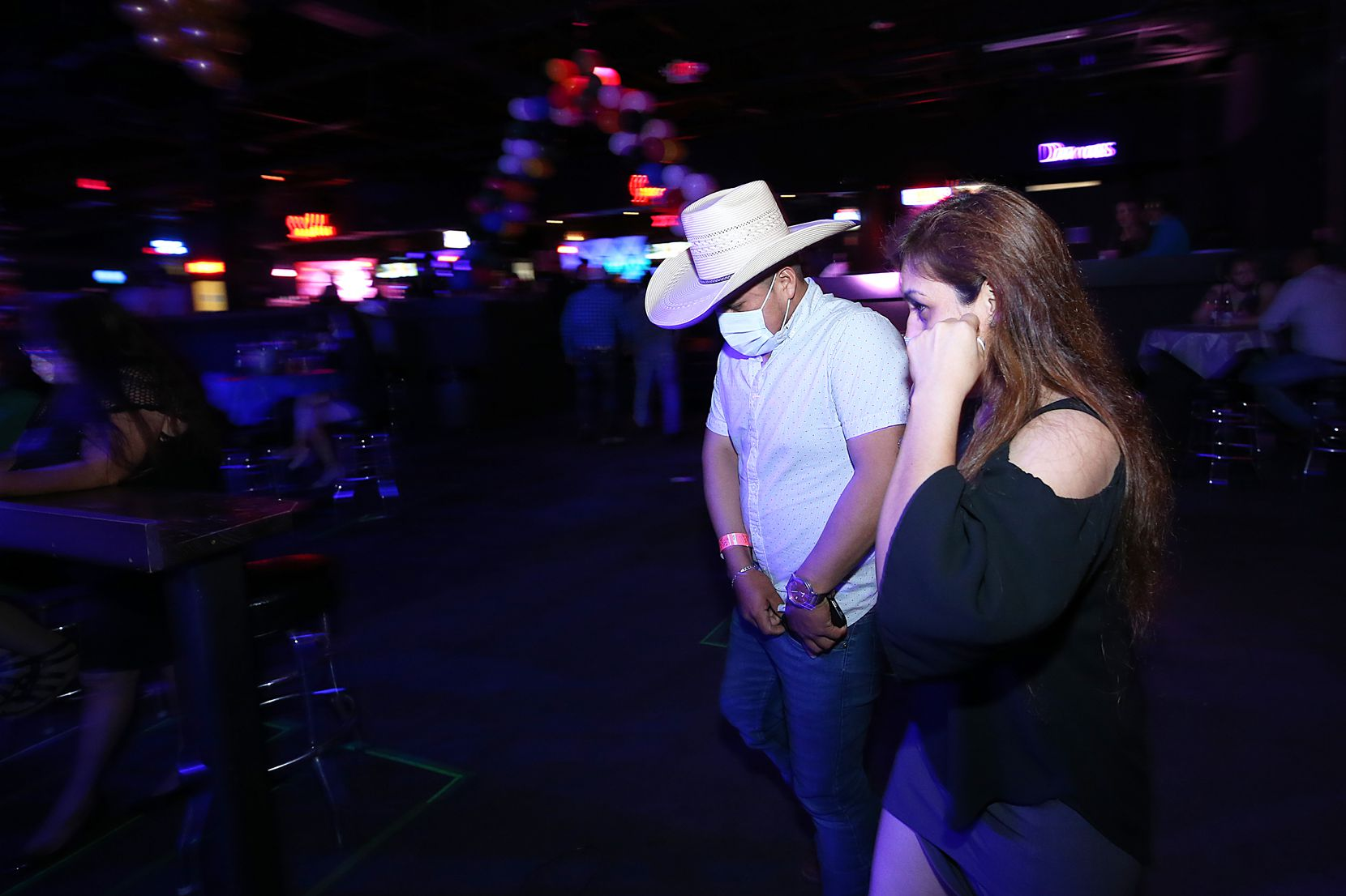 La discoteca Far West inició su reapertura(Photo Omar Vega / Al Dia Dallas)