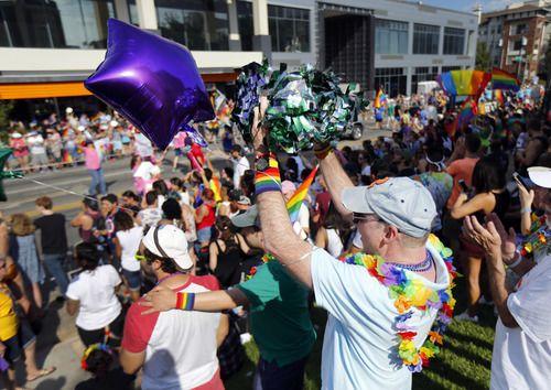 La celebración del orgullo gay continuará en la tienda de chocolates CocoAndré este sabado. TOM FOX/DMN