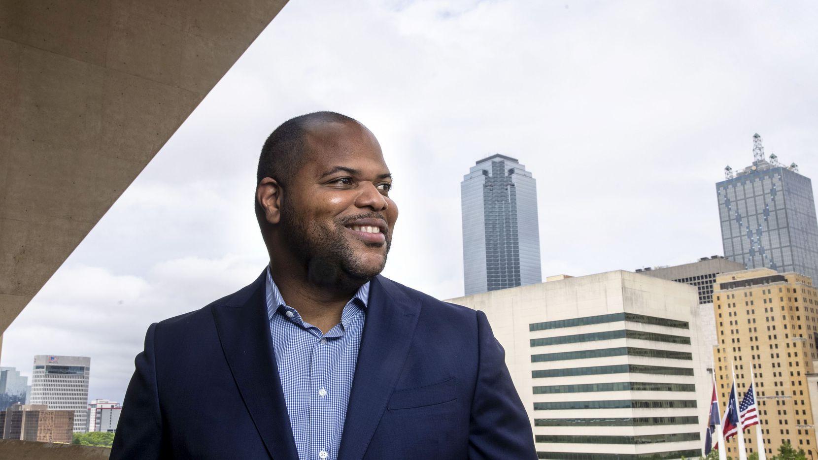 El alcalde de Dallas Eric Johnson quiso deshacerse de dos opositores en el Concejo y perdió.