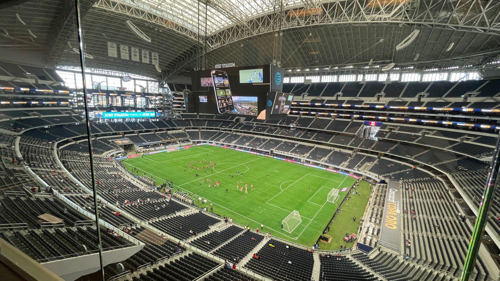 Desde lo más alto del AT&T Stadium  en Arlington se pueden observar las gradas casi vacías del estadio minutos antes del inicio del partido de cuartos de final entre las selecciones de Costa Rica y Canadá, el 25 de julio de 2021.