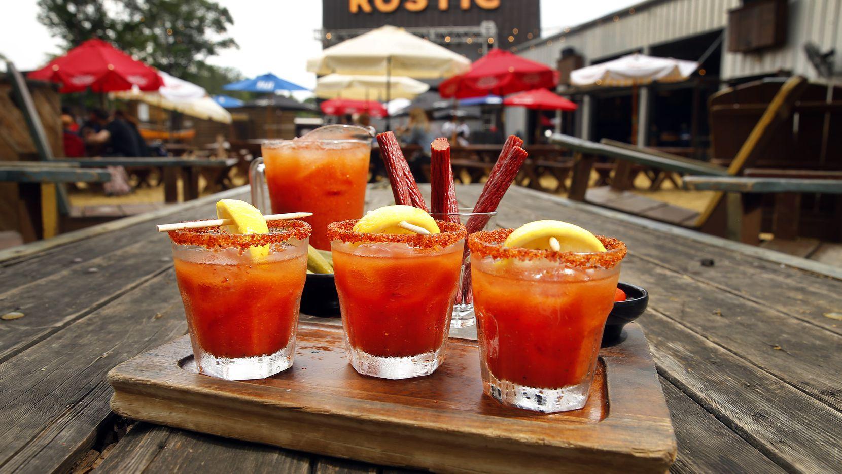 The Rustic en Howell St. in Dallas es uno de los bares que se ha transformado en restaurante para poder seguir operando durante la pandemia.