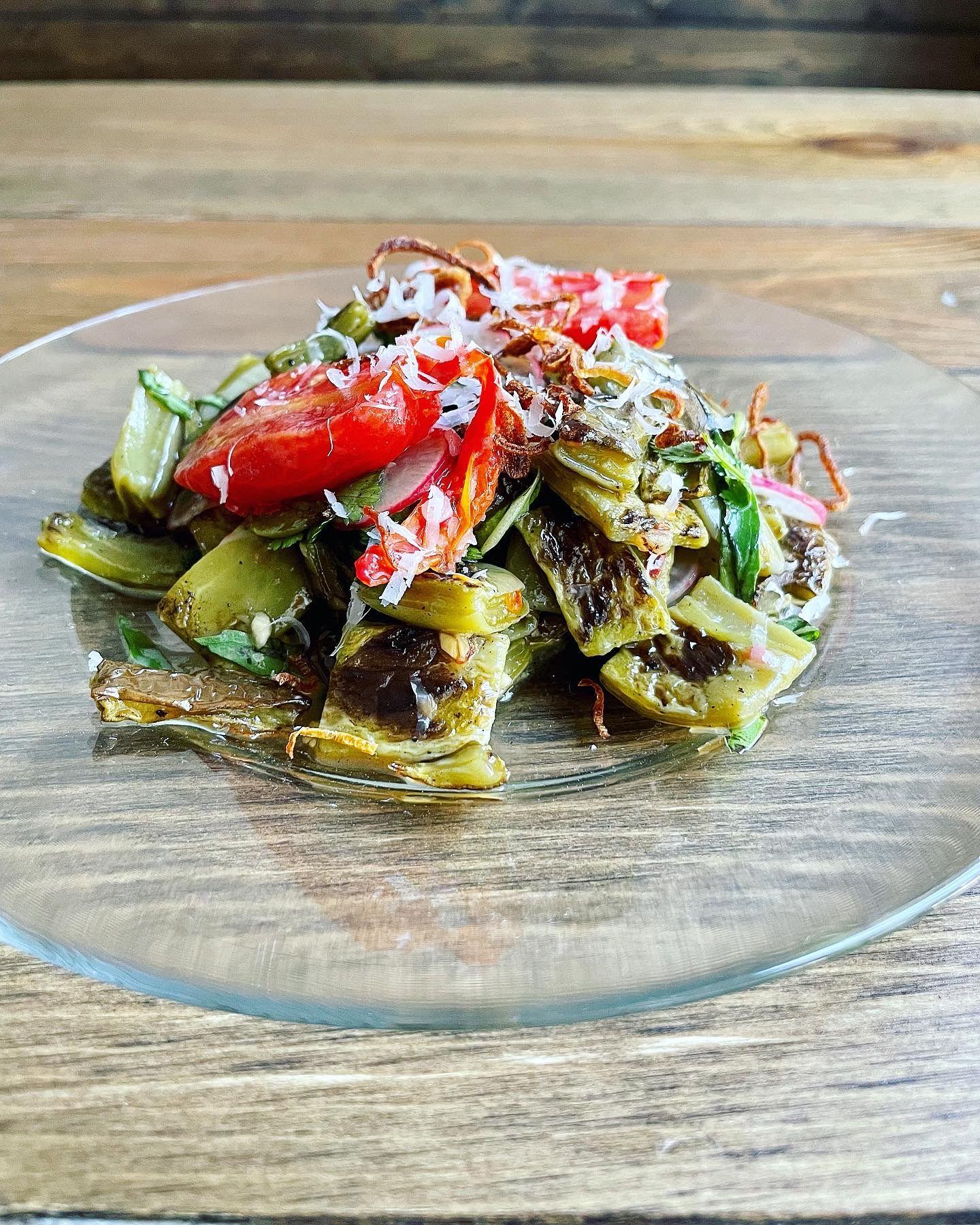 Nobles Salad en Modest Rogers, un nuevo restaurante de influencia española en Oak Lawn.