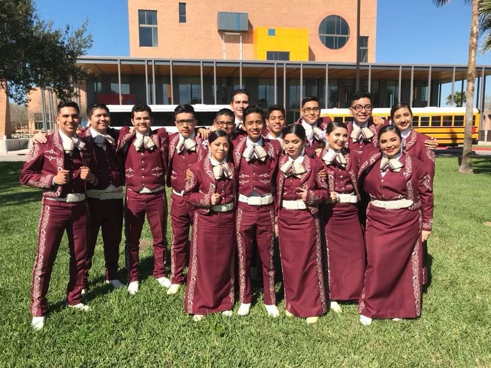 El equipo de música del Mariachi Espuelas de Plata de Fort Worth no llegó a tiempo para su gira por Europa.