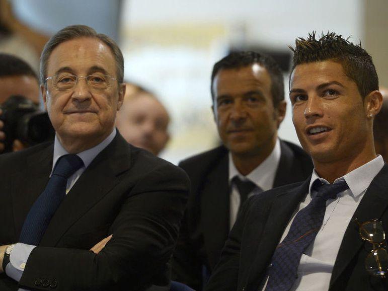 Florentino Pérez (izq) y Cristiano Ronaldo cuando ambos parecían llevar una buena relación en el Real Madrid.