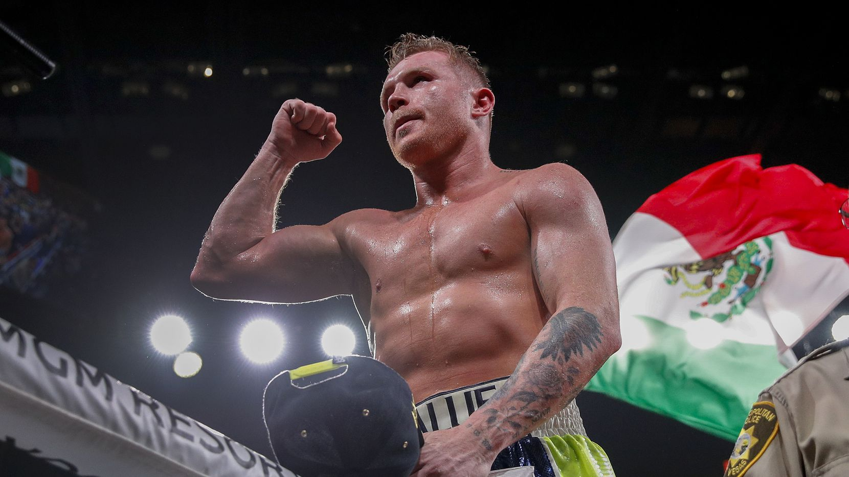 Saúl 'Canelo' Álvarez  celebra su triunfo sobre Sergey Kovalev, el 2 de noviembre de 2019 en Las Vegas.