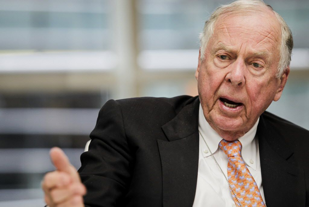 T. Boone Pickens, chief executive officer of BP Capital Management LP, speaks during an interview in New York, U.S., on Thursday, Oct. 9, 2014. Pickens said he would be interested in investing again with Aubrey McClendon, the co-founder of Chesapeake Energy Corp. who was ousted last year. Photographer: Chris Goodney/Bloomberg / mug - mugshot - headshot / 02132015xSPORTS