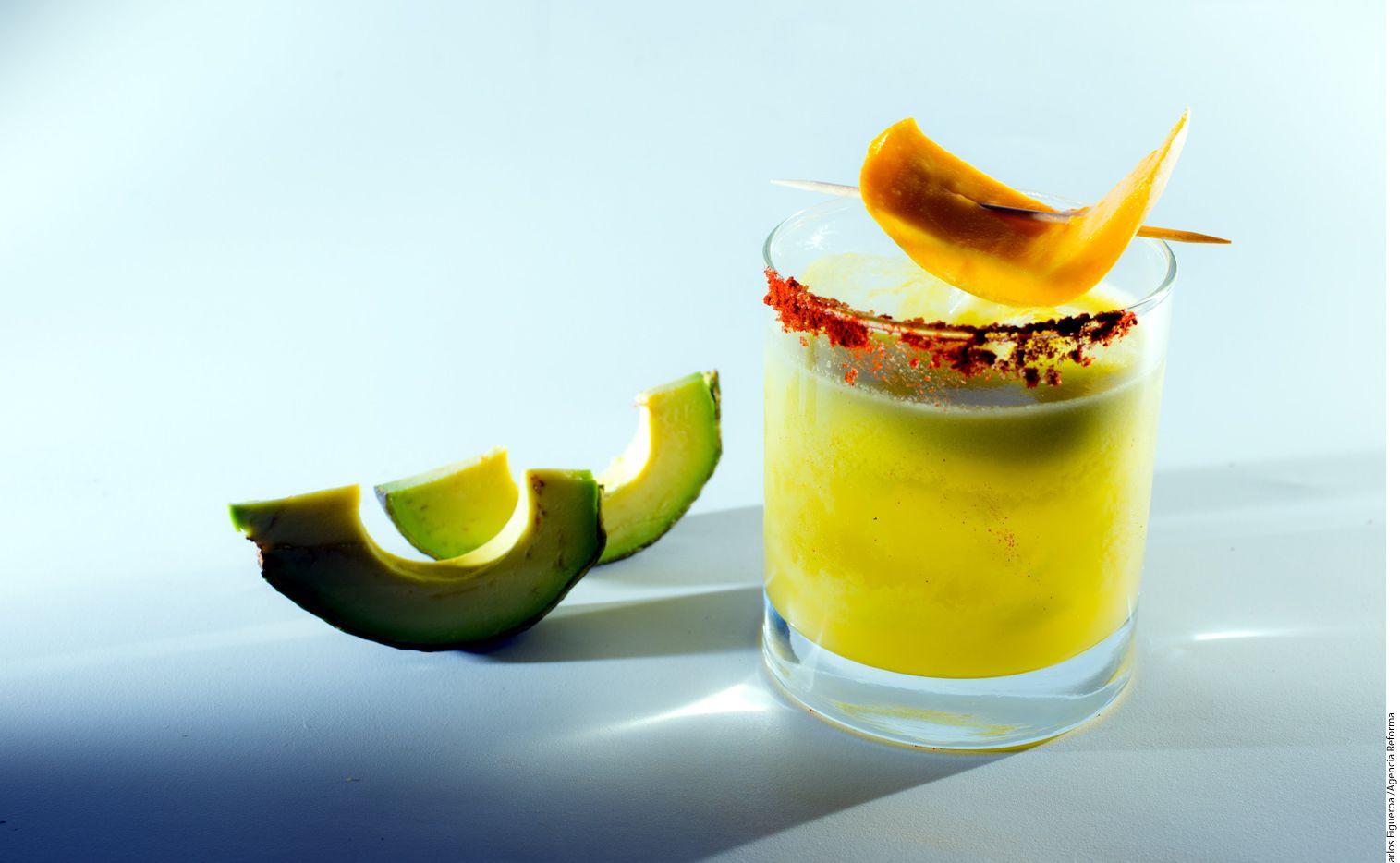 Para preparar la tropicante margarita se necesitan ¼ de aguacate, 1 2/3 de caballito de tequila reposado, una cucharada de triple sec, una cucharada de jarabe de agave y un caballito de jugo de limón./ AGENCIA REFORMA