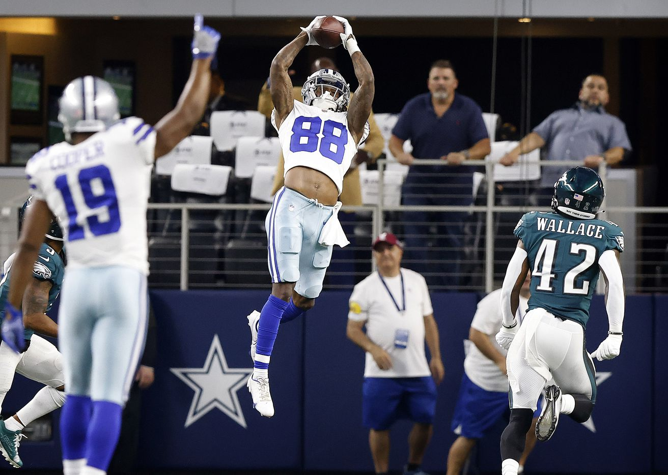 Dallas Cowboys wide receiver CeeDee Lamb (88) goes high to catch a long first quarter pass setting up the first touchdown against the Philadelphia Eagles at AT&T Stadium in Arlington, Monday, September 27, 2021. (Tom Fox/The Dallas Morning News)