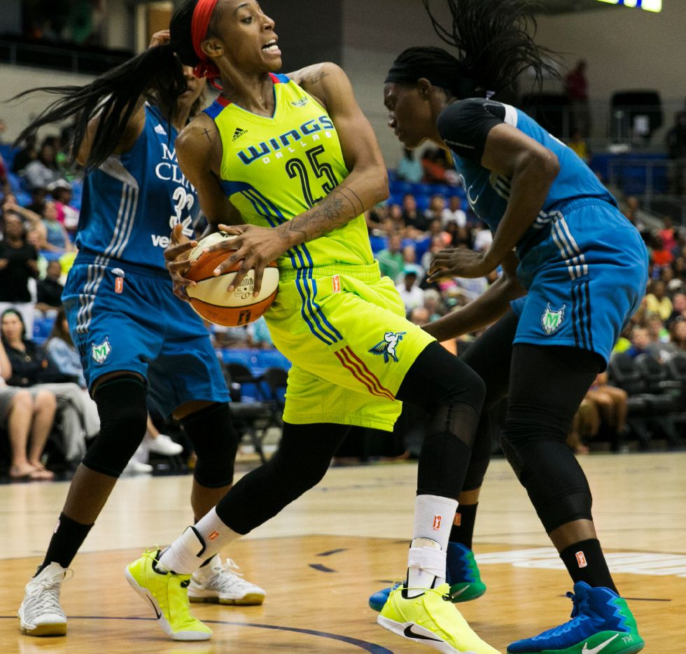 Dallas Wings forward Glory Johnson (25) fights for a loose ball against Minnesota Lynx center Sylvia Fowles (34) and Minnesota Lynx forward Rebekkah Brunson (32) during the second half of a WNBA basketball game in Arlington, Texas, Sunday, June 11, 2017.(Tailyr Irvine/The Dallas Morning News)
