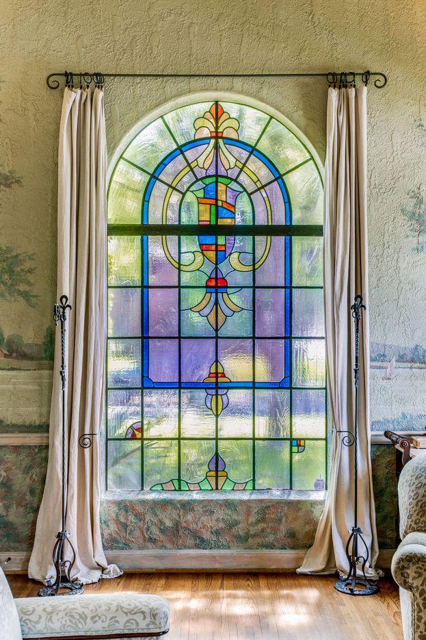 Echa un vistazo a esta casa histórica de Hollywood Heights en 802 Clermont Avenue en Dallas.