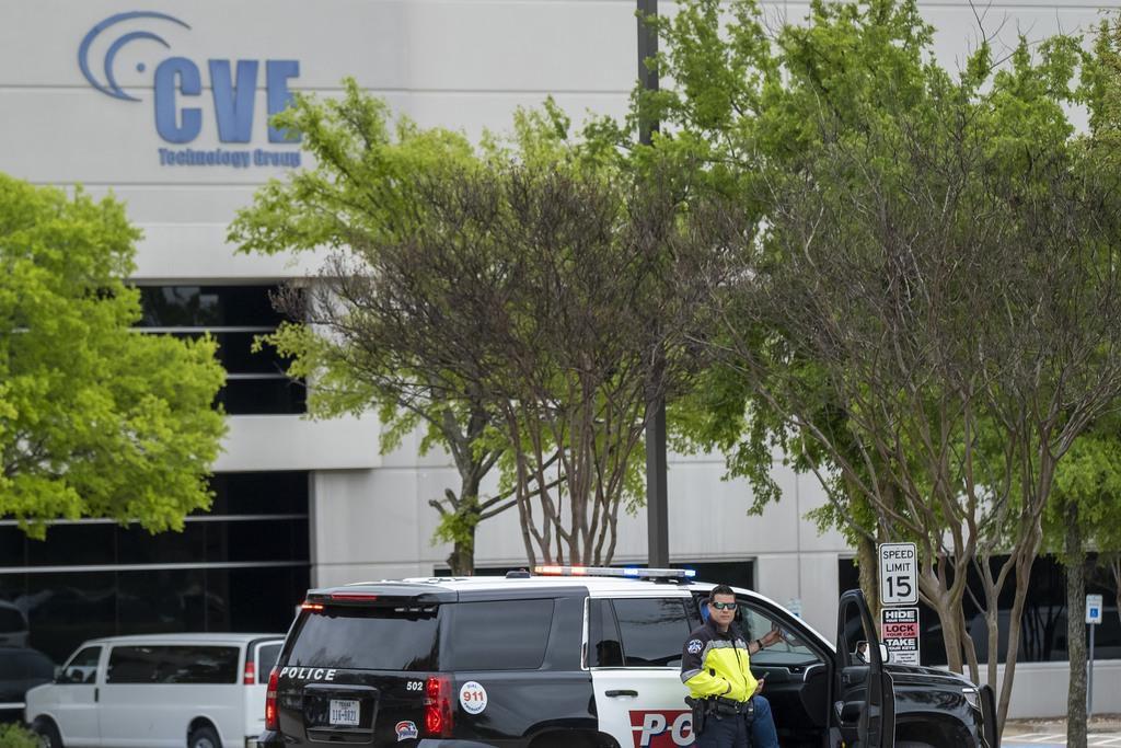 Cerca de 300 indocumentados fueron arrestadas en CVE Group, en Allen. La empresa tecnológica no tendría multas.) (DMN/SMILEY N. POOL)