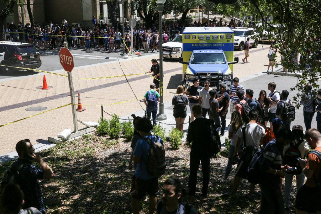 Law enforcement officers secure the scene of a stabbing that occurred on the UT campus on May 1, 2017.  (TAMIR KALIFA/ AMERICAN-STATESMAN)
