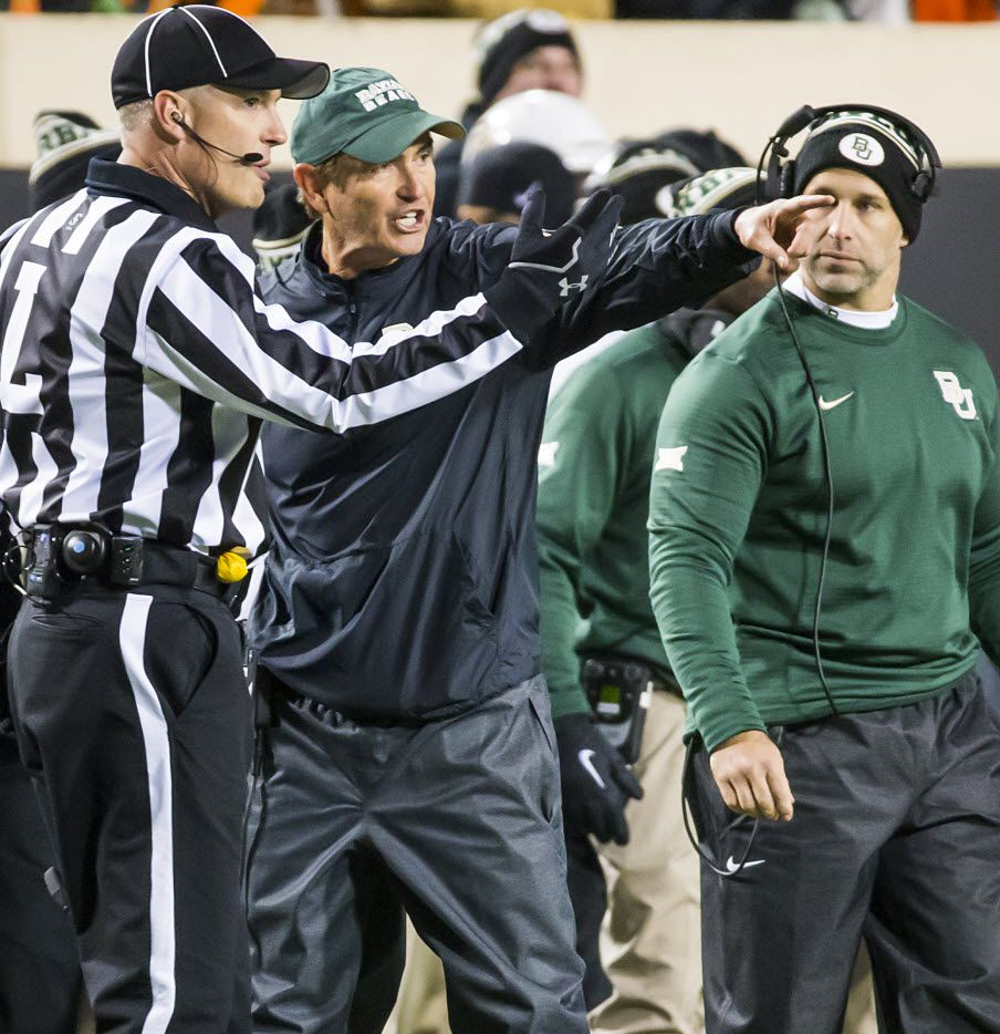 Baylor head coach Art Briles argues with officials after a fumble by running back Shock Linwood during the first half of an NCAA football game against Oklahoma State at Boone Pickens Stadium on Saturday, Nov. 21, 2015, in Stillwater, Okla. (Smiley N. Pool/The Dallas Morning News)