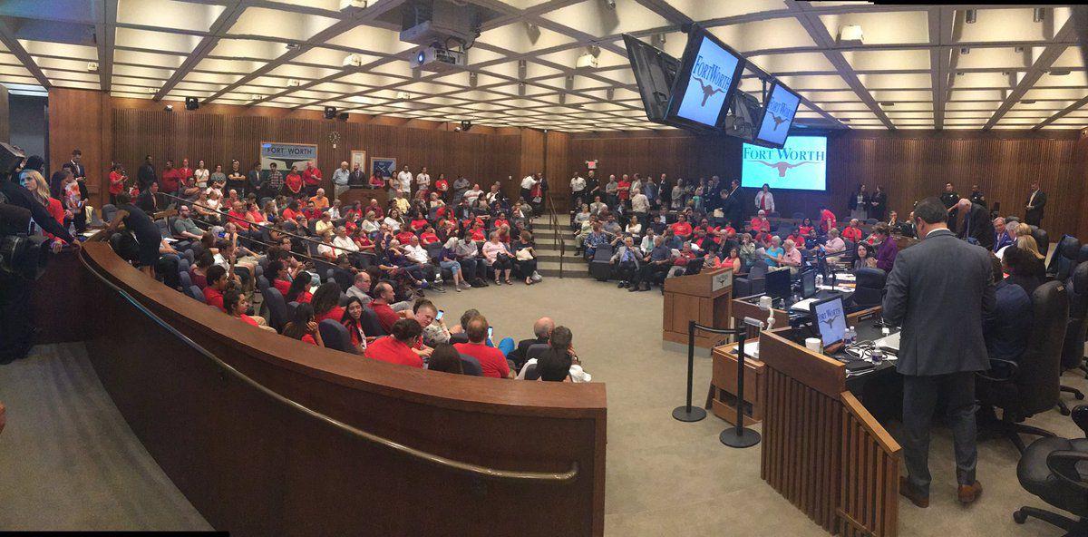 El Concejo de Fort Worth estuvo repleto para votación del martes. CORTESÍA NBC5