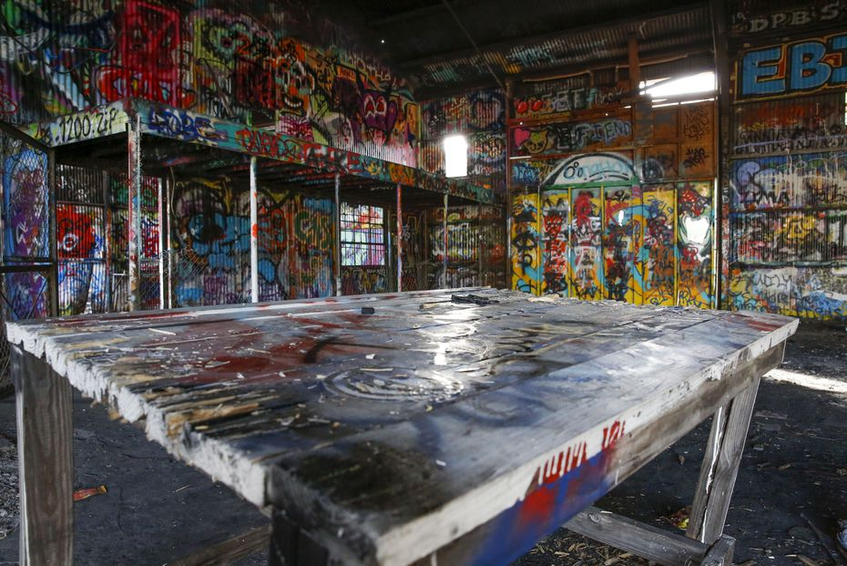 Dallas cuenta con una galería de graffiti al aire libre en West Dallas, pero su continuidad está constantemente en el limbo.