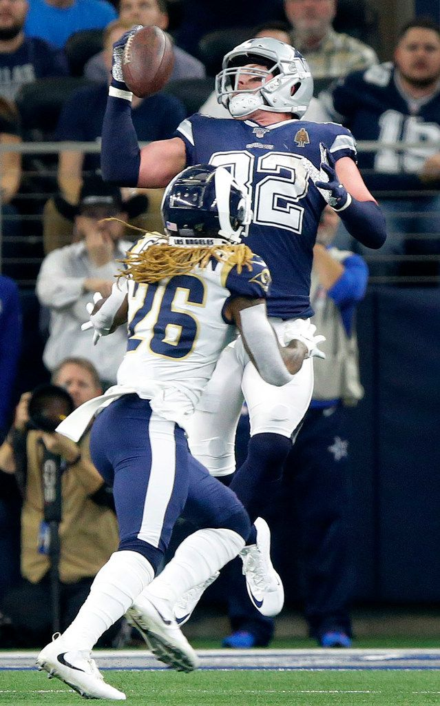Dallas Cowboys tight end Jason Witten (82) makes a one handed catch, scoring a touchdown against Los Angeles Rams defensive back Marqui Christian (26) in the first quarter at AT&T Stadium in Arlington, Texas, Sunday, December 15, 2019. (Tom Fox/The Dallas Morning News)