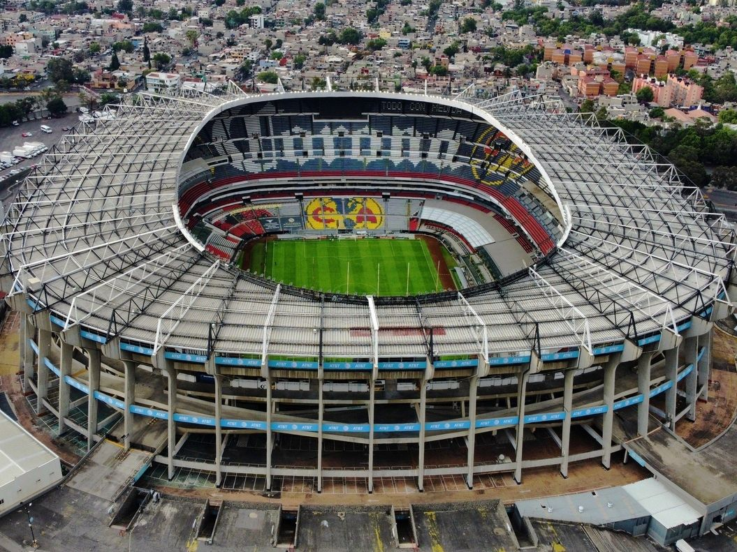 Vista aérea del estadio Azteca de México, que el jueves 5 de septiembre no abrirá sus puertas al público para el encuentro entre las selecciones de México y Jamaica.