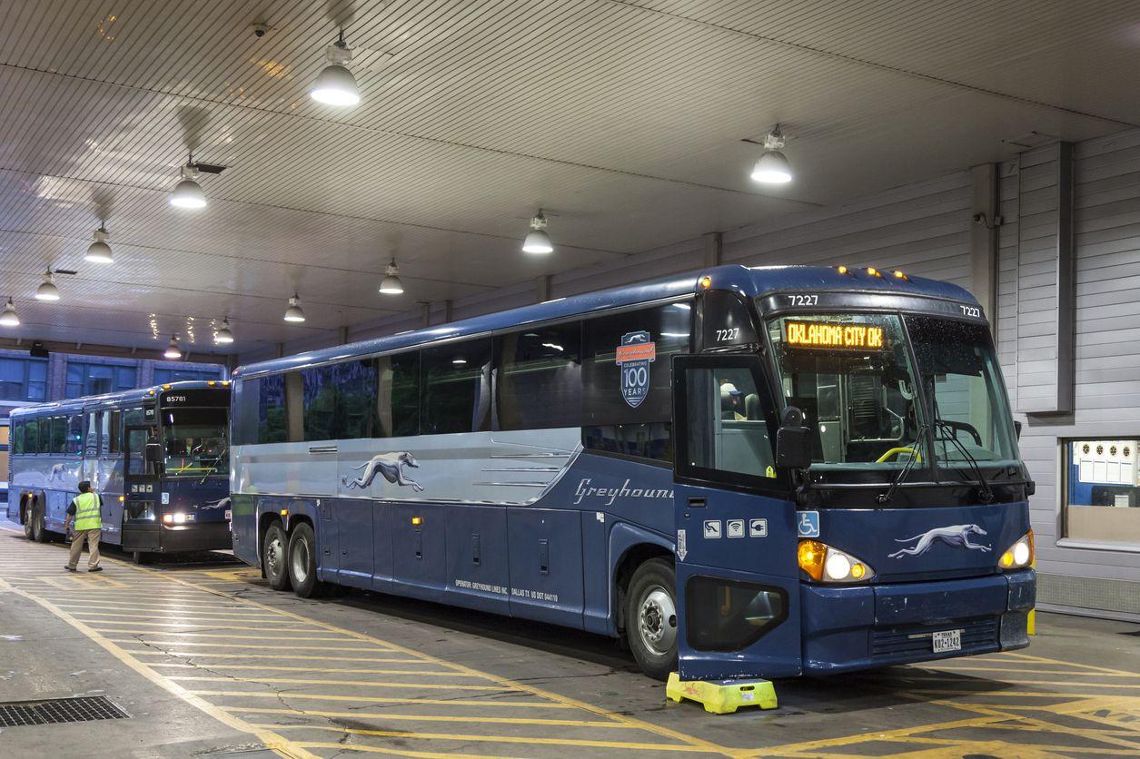 Las rutas de autobús que salen o llegan a Dallas se han visto afectadas por la tormenta invernal.