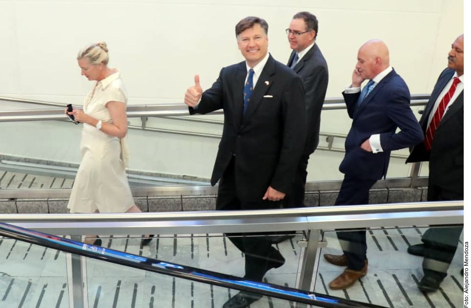 Christopher Landau, nuevo Embajador de Estados Unidos en México, arribó al Aeropuerto Internacional de la Ciudad de México.