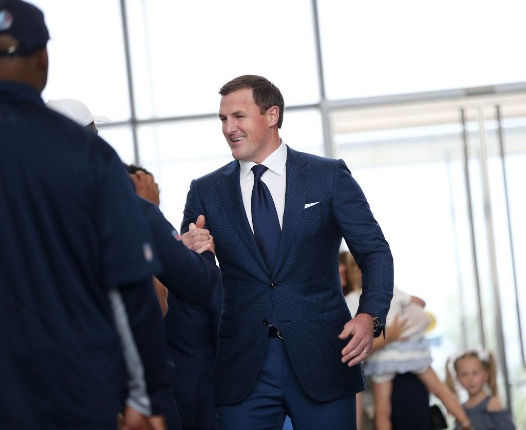 Dallas Cowboys tight end Jason Witten is greeted by players and coaches walking into a news conference at The Star in Frisco, Texas on Thursday, May 3, 2018, to announce his retirement from the NFL. (Rose Baca/The Dallas Morning News)
