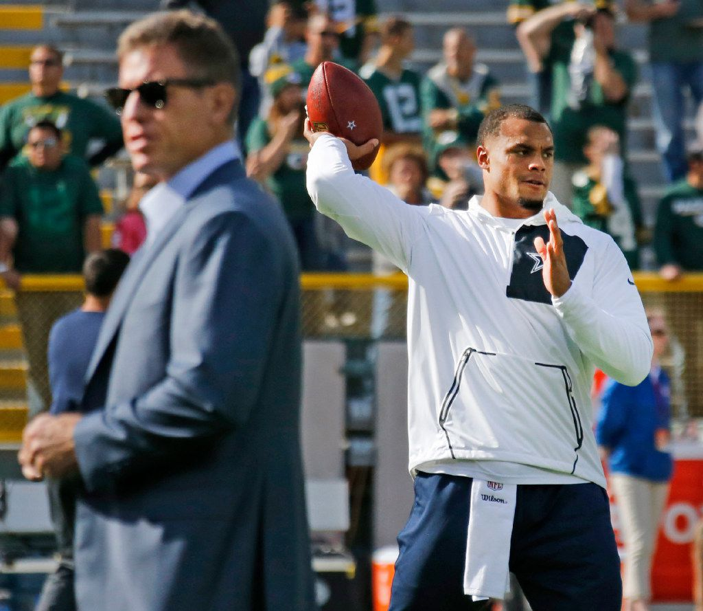 Former Dallas quarterback Troy Aikman, left, and Cowboys quarterback Dak Prescott, right, are pictured during early warmups before the Dallas Cowboys vs. the Green Bay Packers NFL football game at Lambeau Field in Green Bay, Wisconsin, on Sunday, October 16, 2016. (Louis DeLuca/The Dallas Morning News)