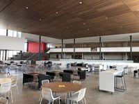 La constructora Cadence McShane reveló el nuevo espacio multipropósito en la preparatoria Lake Highlands, en Dallas.