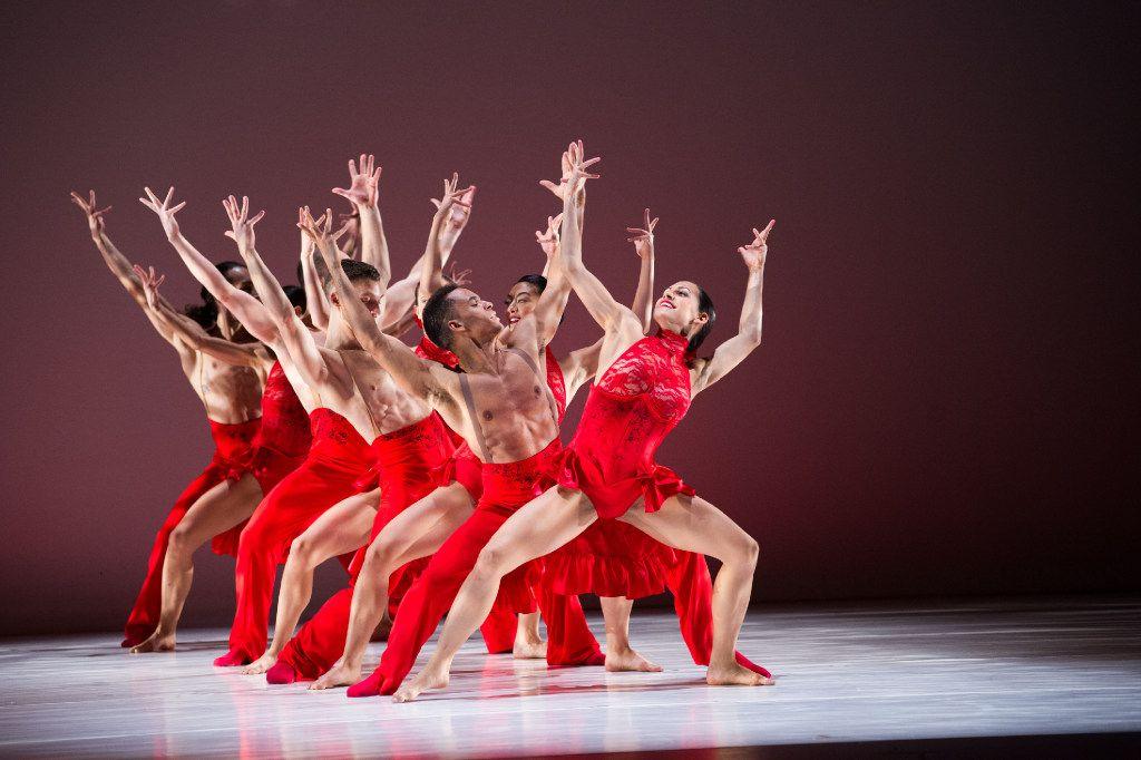 """Ballet Hispánico in Annabelle Lopez Ochoa's """"Linea Recta."""""""