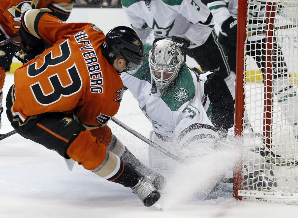 Dallas Stars goalie Antti Niemi (31), of Finland, stops Anaheim Ducks left wing Jakob Silfverberg (33), of Sweden, from scoring during the second period of an NHL hockey game in Anaheim, Calif., Sunday, April 3, 2016. (AP Photo/Alex Gallardo)