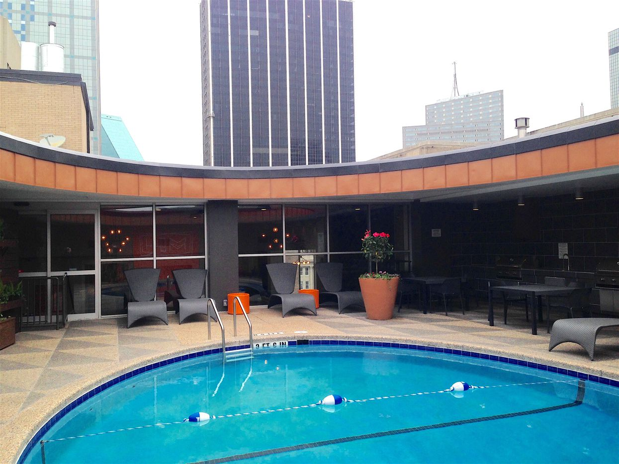 The pool deck at the Manor House is on the 25th floor.