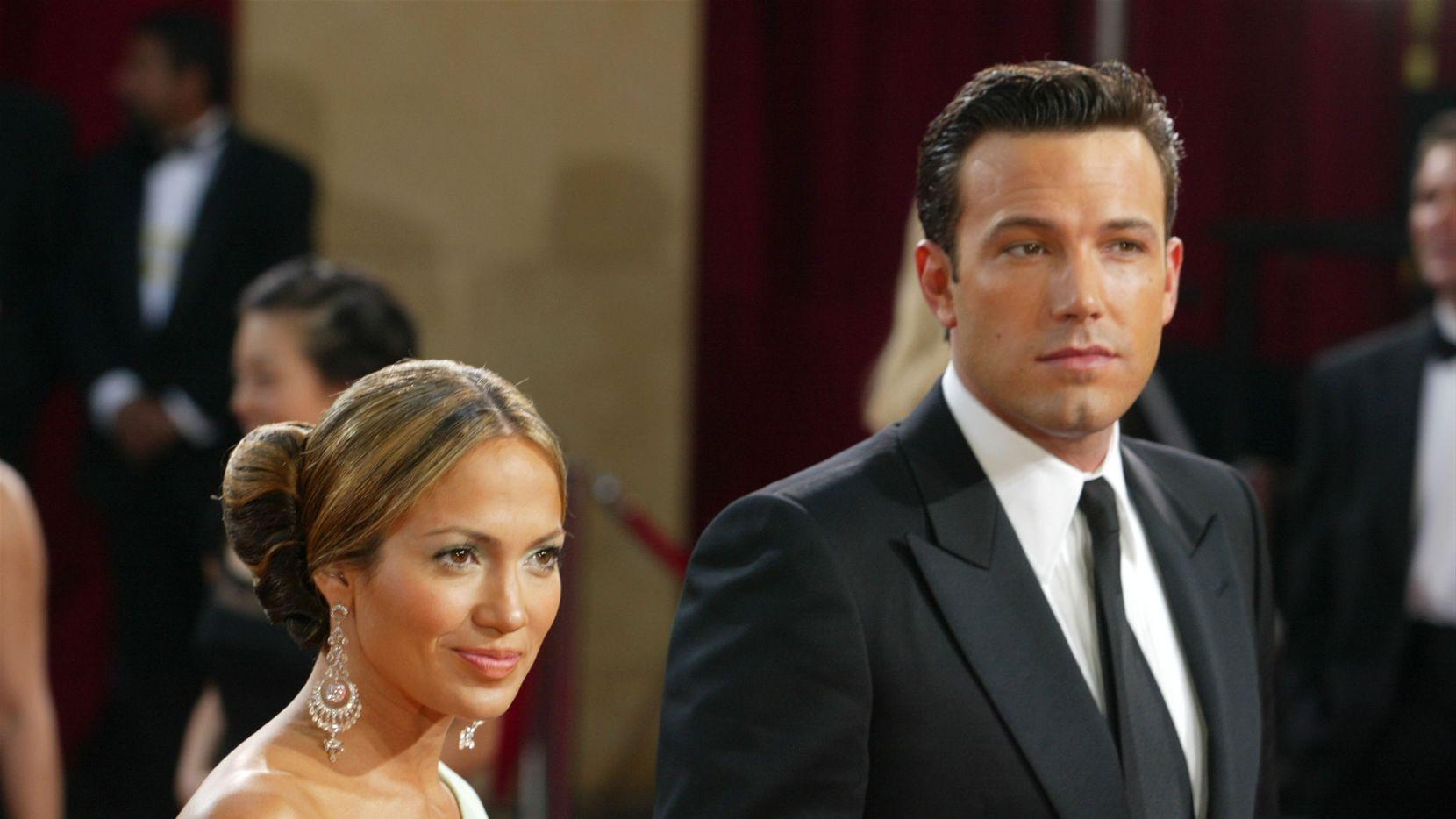 Jennifer Lopez y Ben Affleck en la entrega de los Oscar de 2003. Se sigue especulando sobre la relación actual de JLo y Affleck y aparecieron juntos en el video del cumpleaños de la también actriz Leaj Remini.