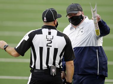 Dallas Cowboys head coach Mike McCarthy argues with line judge Bart Longson (2) during the second quarter against the Pittsburgh Steelers at AT&T Stadium in Arlington, Texas Sunday, November 8, 2020. (Tom Fox/The Dallas Morning News)