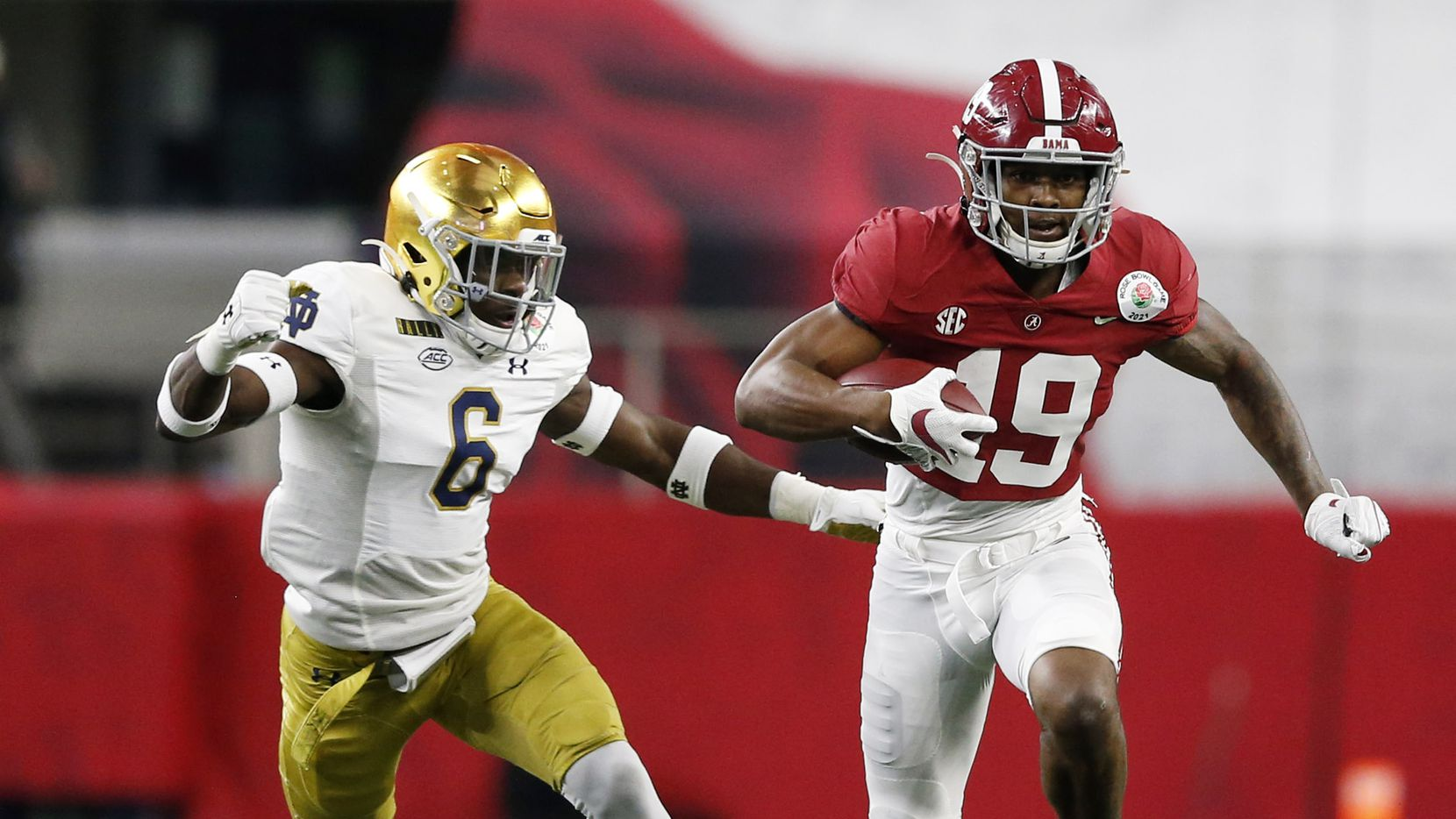 Alabama tight end Jahleel Billingsley (19) runs upfield as Notre Dame linebacker Jeremiah Owusu-Koramoah (6) closes in during the first half of play in the Rose Bowl CFP semifinal at AT&T Stadium on Friday, Dec. 30, 2020, in Arlington.
