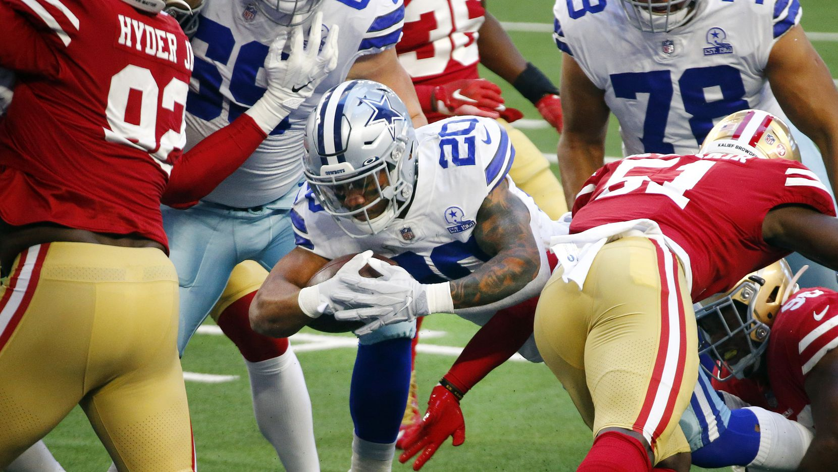 Dallas Cowboys running back Tony Pollard (20) scores a first quarter touchdown against the San Francisco 49ers during the first quarter at AT&T Stadium in Arlington, Texas, Sunday, December 20, 2020.