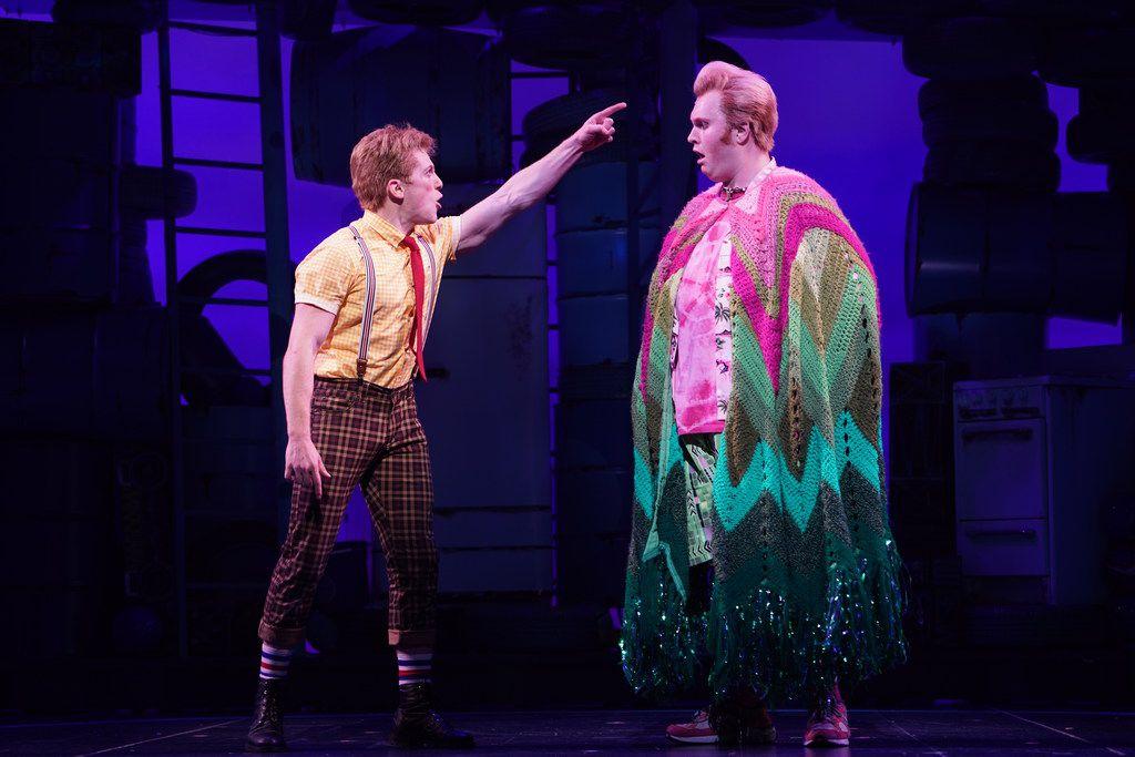 Tony nomine Ethan Slater, left, plays SpongeBob SquarePants and Highland Park High School alumnus Danny Skinner plays Patrick Star in 'SpongeBob SquarePants' at the Palace Theater in New York.