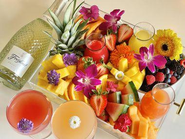 Mexican Sugar ofrece un brunch por el Día de la Madre que incluye mimosas, fruta fresca y jugos especiales.