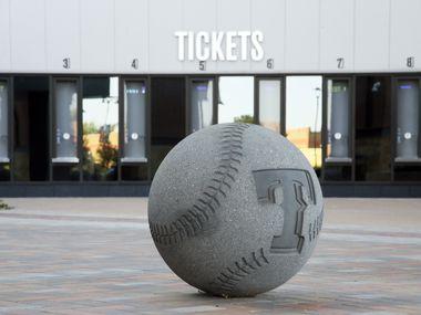 Se ponen a la venta boletos para los juegos de playoffs y Serie Mundial que se efectuarán en el Globe Life Field de Arlington.