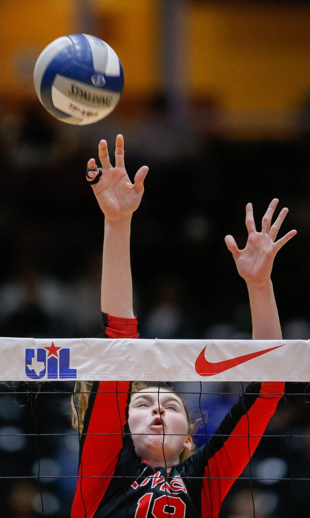LovejoyÕs Lexie Collins (19) attempts to block the ball in the third set of a class 5A volleyball state semifinal match against Friendswood at the Curtis Culwell Center in Garland, on Friday, November 22, 2019. Lovejoy won the third set 25-18. (Juan Figueroa/The Dallas Morning News)