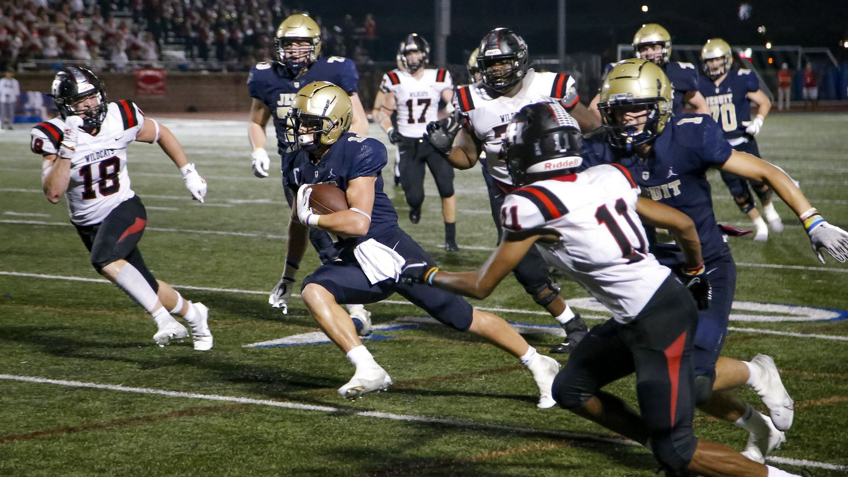 Jesuit running back Robert Fitzgerald (center) gets past the Lake Highlands defense to score the game-winning touchdown with 1:17 remaining as Jesuit beat Lake Highlands 48-45 on Friday. (Brandon Wade/Special Contributor)