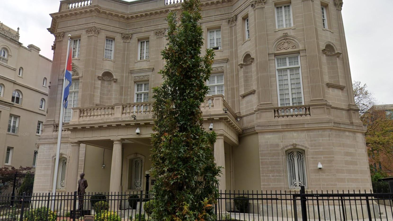 Fachada de la embajada de Cuba en Washington D.C.