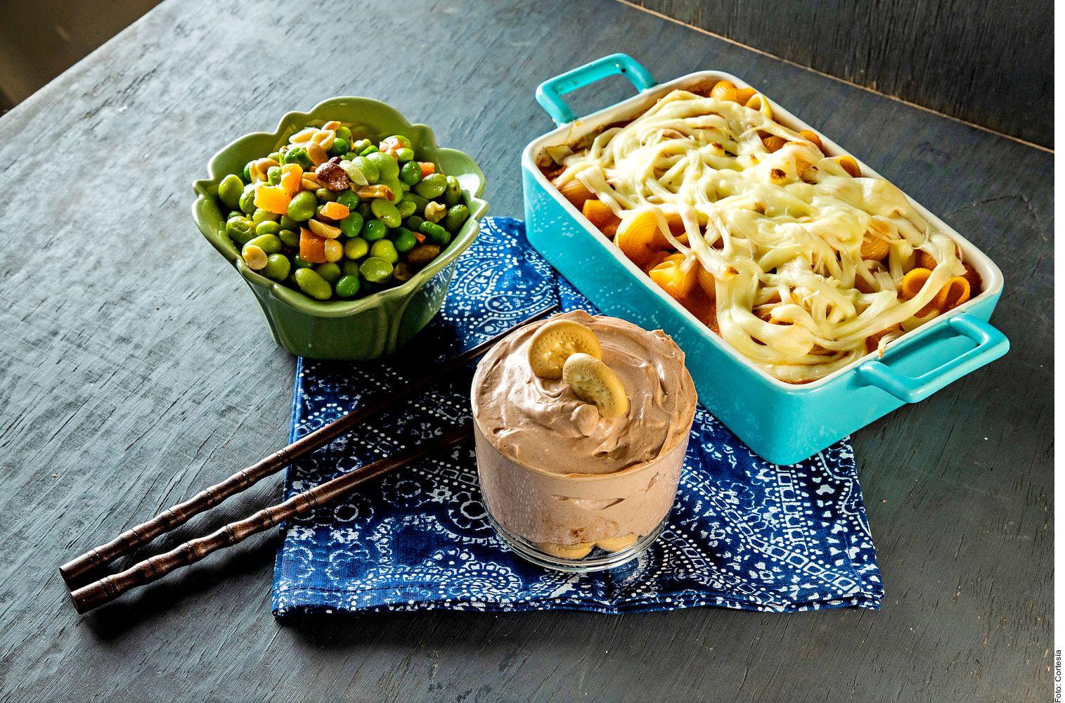 Una cena completa puede incluir una ensalada tibia de frijoles de soya, pasta al horno con pollo y tiramisú exprés.