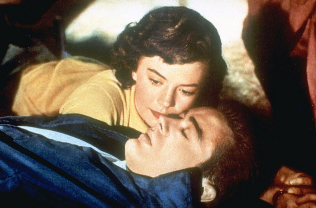 "Natalie Wood junto a James Dean en ""Rebel Without A Cause""."