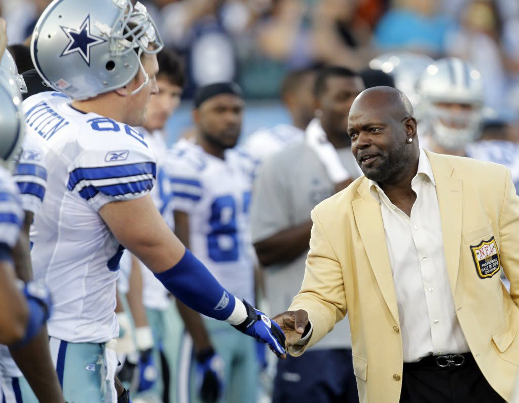 Dallas Cowboys Jason Witten shakes hands with Emmitt Smith before playing a game against the Cincinnati Bengals in the Pro Football Hall of Fame game at Fawcett Stadium in Canton, Ohio, on August 8, 2010. (Vernon Bryant/The Dallas Morning News)